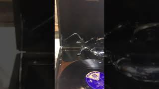 Old gramofon His Master's Voice 1930