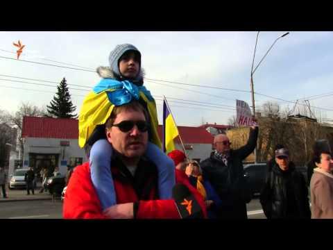 Протесты у российского посольства в Киеве