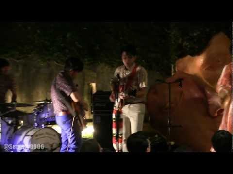White Shoes & The Couple Company - Aksi Kucing @ Dia.Lo.Gue [HD]