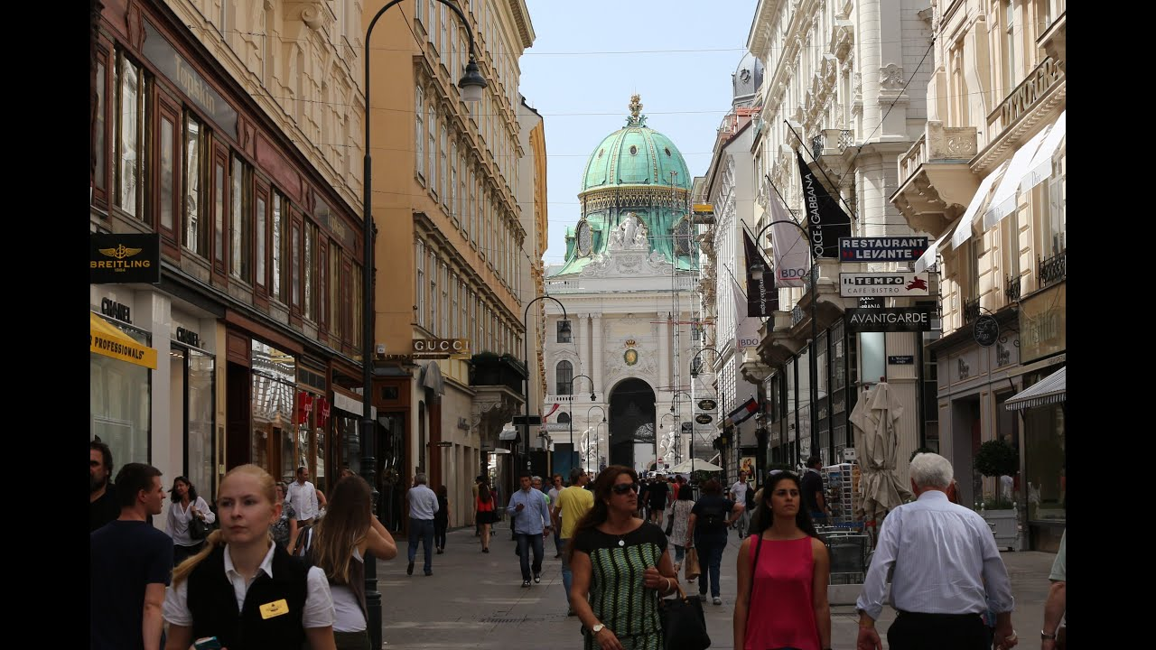 Vienna, Austria. Fascinating tour of Wien city center ...