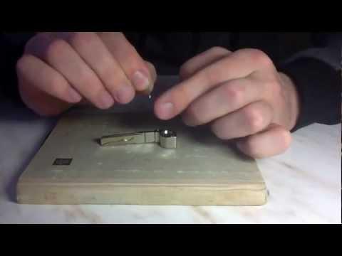 видео: Как поменять лезвие на выкидном ключе