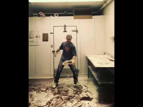 """Man Shows off """"Pizza Acrobatics"""" Skills"""