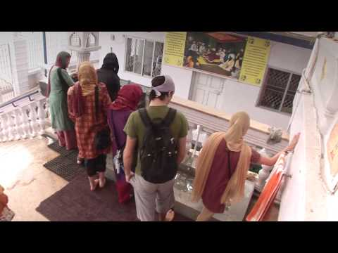 Westerners get Introduction to Sikhism in Bangalore, India