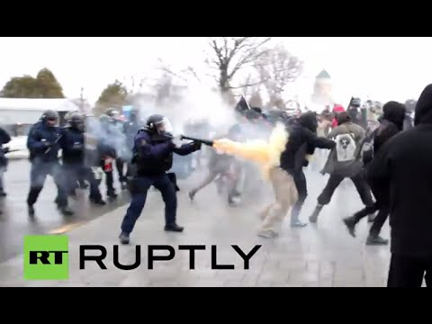 Canada: Police unleash tear gas in violent clashes in Quebec