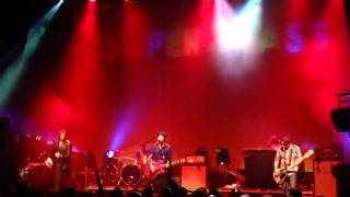 Supergrass - Pumping On Your Stereo  (Paris - Cigale - June 11th 2010)