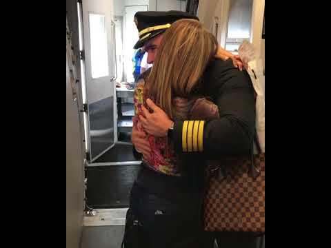Pilot surprises mom on flight Mp3
