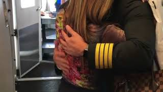 Pilot surprises mom on flight
