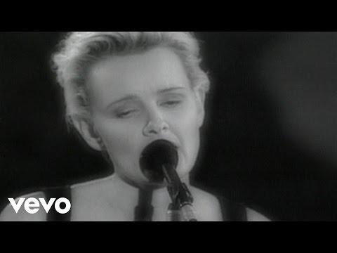 Eva Dahlgren - När en vild röd ros slår ut