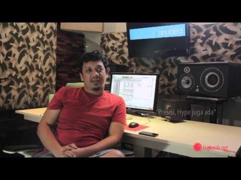 Opung (Irwan Simanjuntak) - Talks about his Monitor Speakers
