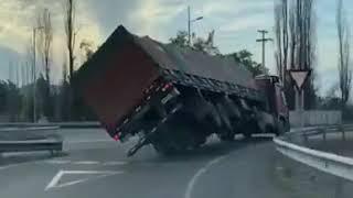 Camión vuelca en Chile