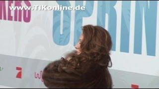 Bei der filmpremiere von spring breakers zeigte sich dschungelcamp-kandidatin georgina fleur in einem braunen pelz. ist mantel wohl echt?****************...