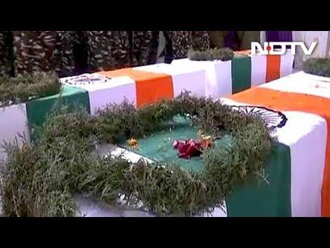 पुलवामा हमलाः शहीद जवानों का पार्थिव शरीर लाया गया वडगाम, दी गई श्रद्धांजलि