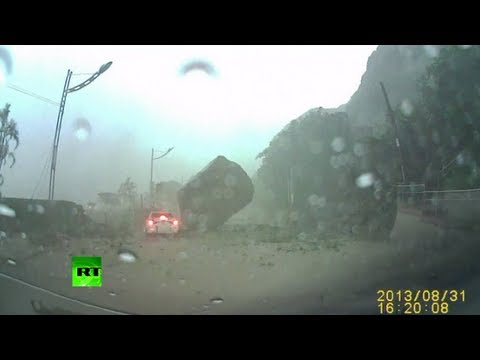Dash Cam Video Driver Engulfed In Taiwan Landslide Narrowly - Huge boulder narrowly missed house in italy