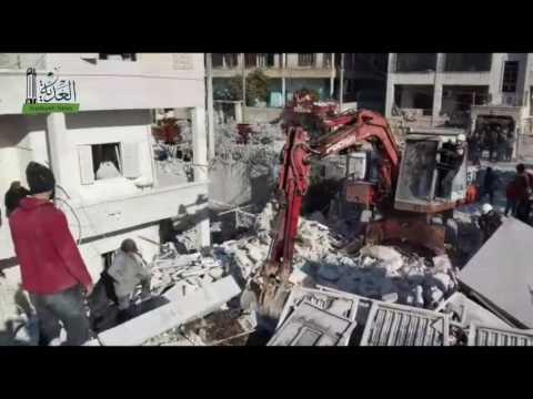 الدفاع المدني يبحث عن ناجين تحت الأنقاض في إدلب