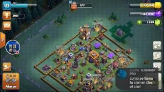 jugando clash of clans y clash royale