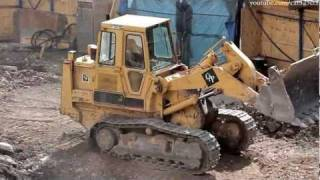 Cat 963 track loader working