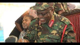 Rais Magufuli alivyomuapisha Mnadhimu Mkuu wa JWTZ Ikulu