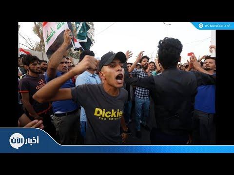 متظاهرون يعتصمون أمام بوابة محافظة البصرة