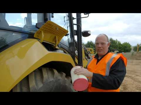 Weekly Service Checks for Cat® F2 Backhoe Loaders (Europe)