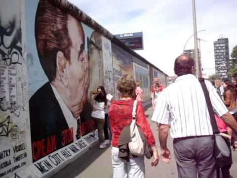 Visiting the Berlin Wall (East Side Gallery)