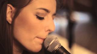 KARI  - Eyes Like Fire [LIVE Home Session / UK]