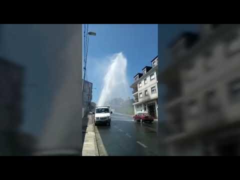 Una fuga de agua afecta al barrio de A Ponte