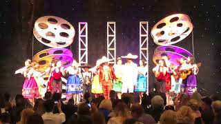 Gambar cover Un Poco Loco featuring Anthony González and Family with Mariachi Las Colibrí