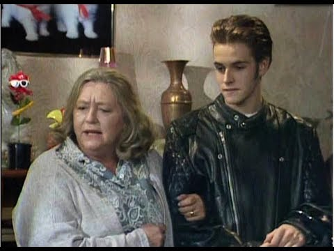 Keeping Up Appearances Daisy´s Boy Toy - YouTube
