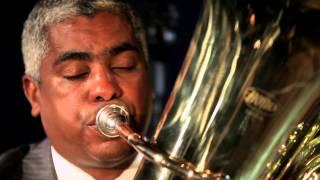 Ricardo Sena tocando Tuba