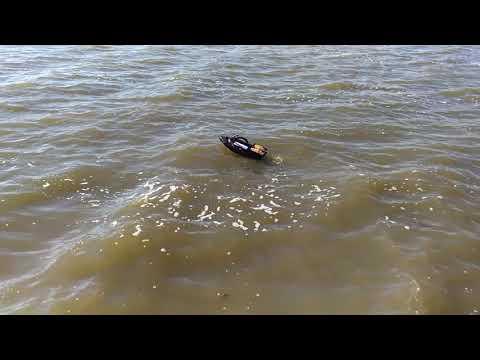 Лодка за захранка и разпъване на въдици устойчивост на силни вълни. Http://www.qko.bg