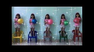JULIA FOI CLONADA- Aprendendo cores com bolas, Five little babies jumping on the bed song, colors
