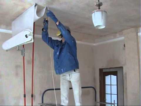 Как поклеить стеклохолст на потолок одному