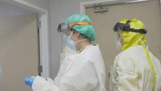 Российские добровольцы, на которых испытывают вакцину от коронавируса, чувствуют себя нормально.