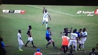 بالصور والفيديو : إشتباك في مباراة شباب الاتحاد والاهلي ينتهي بإصابة الحكم