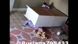 На малыша упал шкаф ((, 2017-01-04T11:10:17.000Z)
