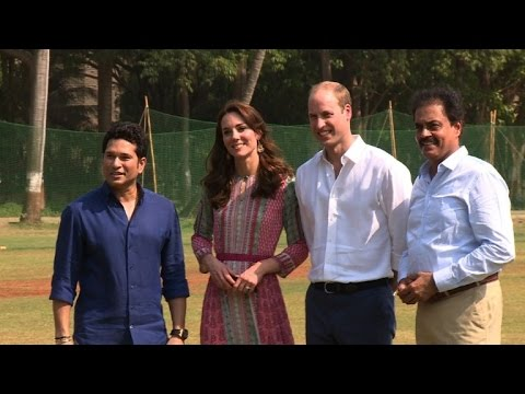 Will and Kate play cricket with children in Mumbai
