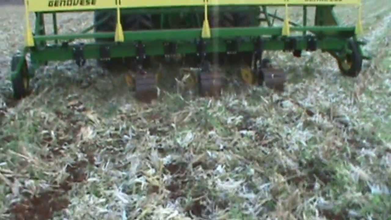 Genovese maquina enterradora de mangueras o cintas para for Aspersores para riego de jardin