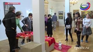 В музее им. Тахо-Годи проходит выставка подарков посетителей