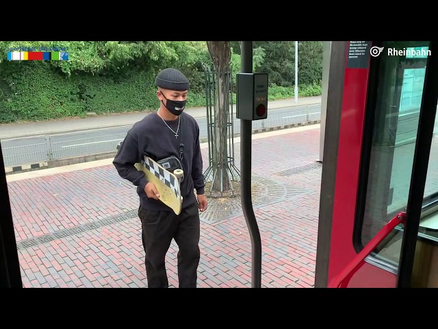 Skateboarder Lenni Janssen fährt Rheinbahn