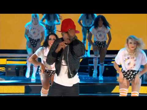Pharrell Williams @ NBA All Star 2014 (Get Lucky/Happy)