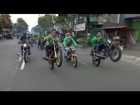 DI JALAN RXKING MAH BEBAS... NAMANYA JUGA RAJA JALANAN!!!