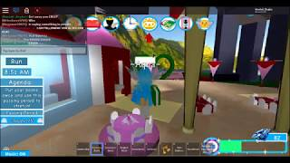 Roblox Royale High! ~ THE RUDEST FAIRY EVER! (shes green) (I hope she was orange to match trump)