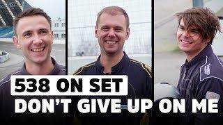 Armin van Buuren racet tegen DJ's Lucas & Steve tijdens exclusieve clipshoot! | 538 On Set