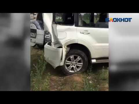 В Волгограде Автомобиль протаранил трубу с газом, в результате чего произошла утечка