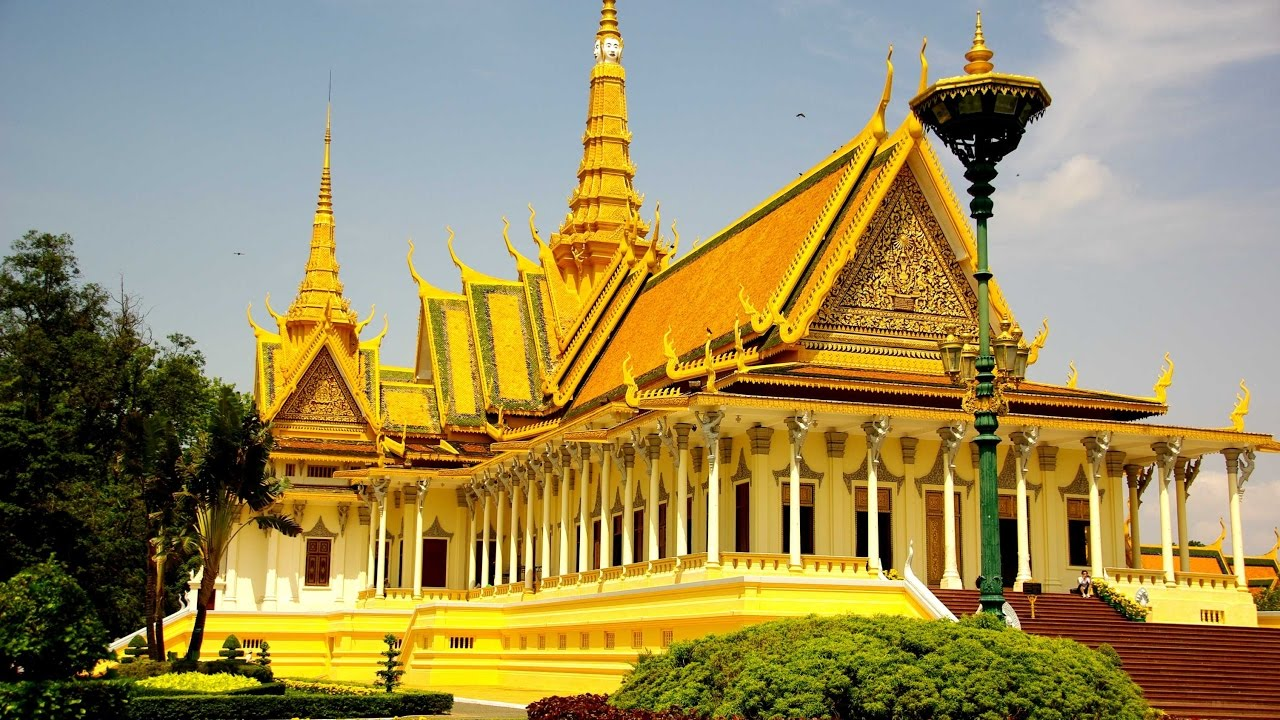 Travel guide view of Royal Palace in Phnom Penh Part 1
