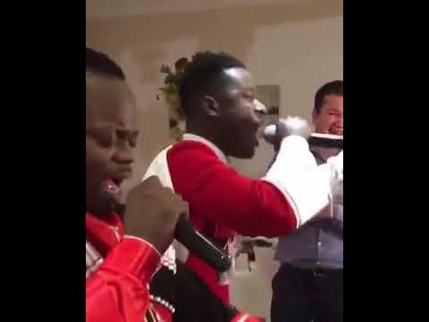 Афро-американцы поют по Армянский
