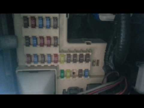 2005 Ford Explorer fuses panel location