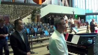 Bé Hiền Dạo Piano - Con Chỉ Là Tạo Vật