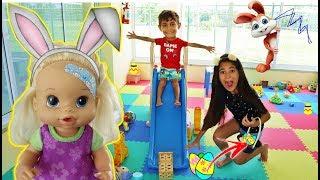 Caça aos OVOS de PÁSCOA com TROLLAGEM na Brinquedoteca com Boneca Baby Bia Bagunça, BELA E MAGU