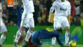 ضرب ميسي في مباراة برشلونة / ريال مدريد